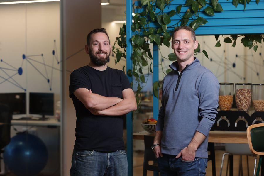 רן גרינברג ואריאל הוכשטדט, מייסדי Webselenese. צילום אלון גלעדי