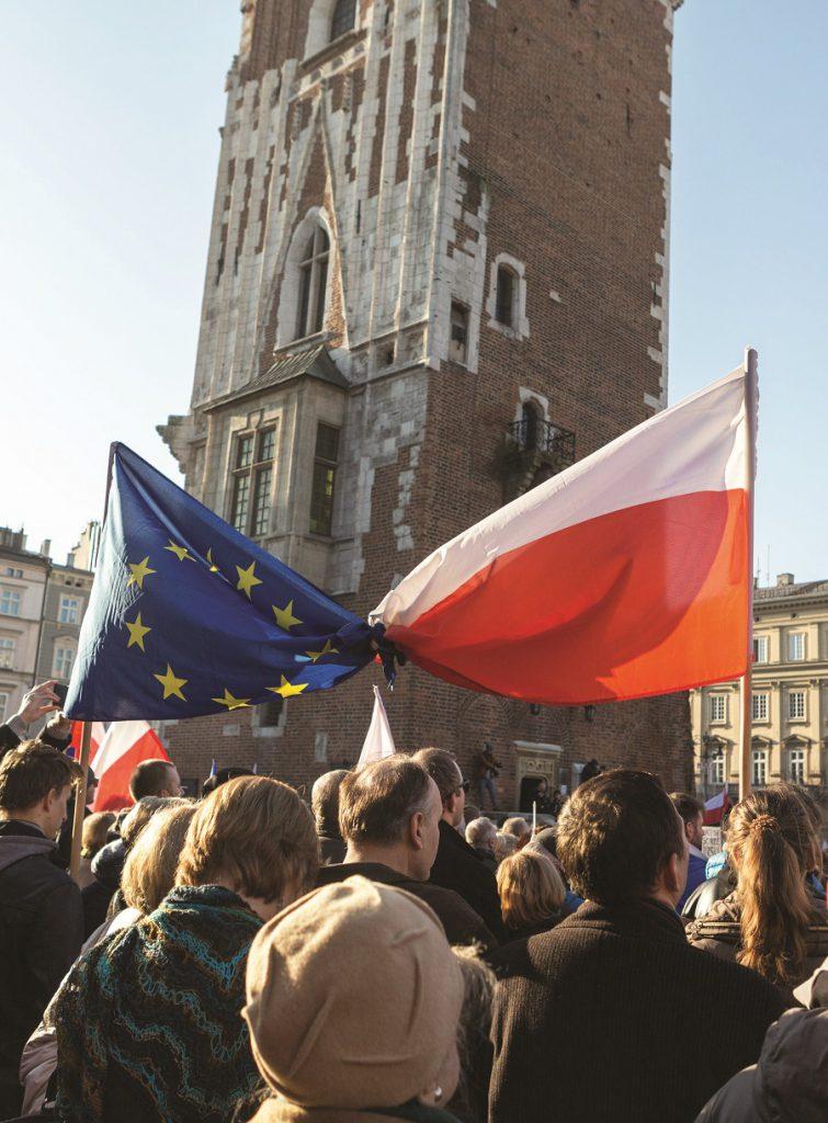 בעוד שהממשלה הפולנית מצליחה לאזן בין המחאה הפנימית והלחץ האירופי, נוצר על יציבותה איום חדש בדמותו של הממשל החדש בוושינגטון. צילום: shutterstock