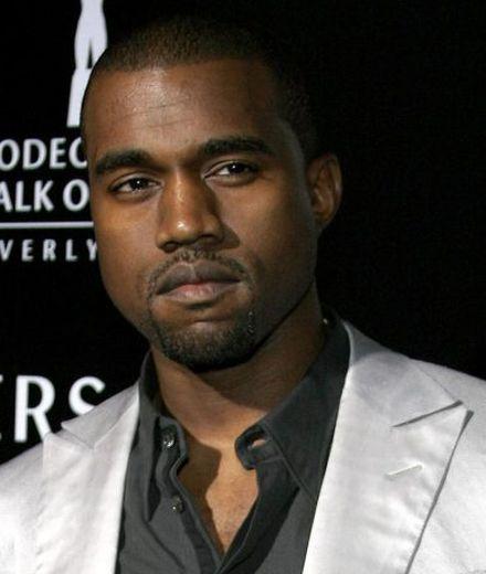 זוג נעלי ה-Yeezy הראשון של קניה ווסט נמכר תמורת 1.8 מיליון דולר