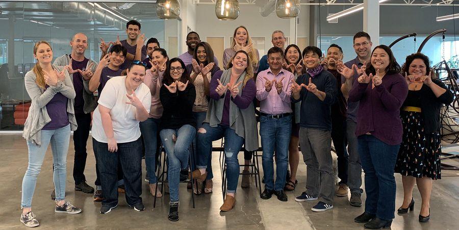 לחן עם צוות Cloudinary במשרדים בקליפורניה. צילום: Cloudinary