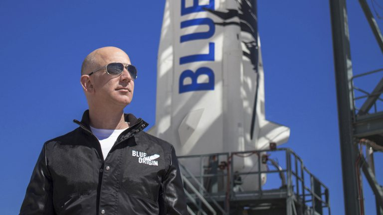 ג'ף בזוס בהשקת טיל New Shepard. צילום: Blue Origin