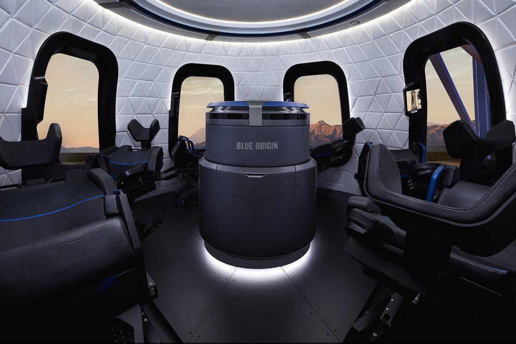 בתוך תא הנוסעים של חללית Blue Origin שתטוס בקרוב לחלל   צילום: Blue Origin