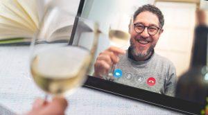 שתיית יין במהלך סגר הקורונה   צילום: Shutterstock