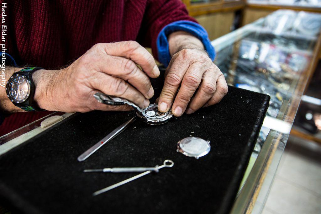 יום עבודה בשלמן שעונים   צילום: הדס אדלר