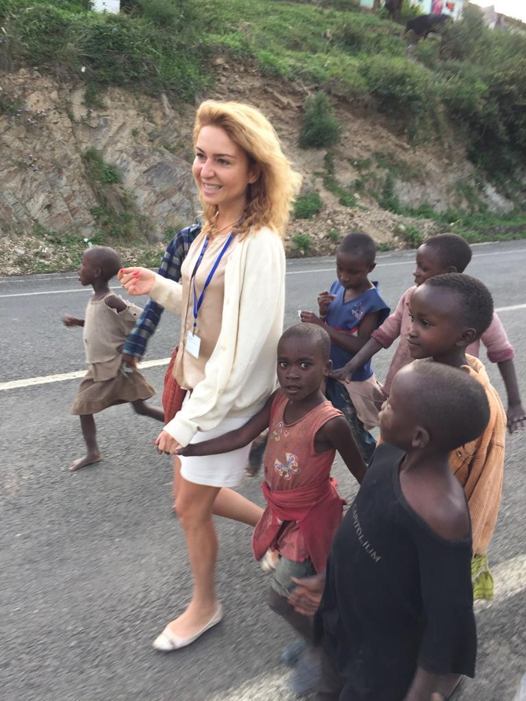 אנג'לה חומסי בטיול באפריקה   צילום: באדיבות המצולמת