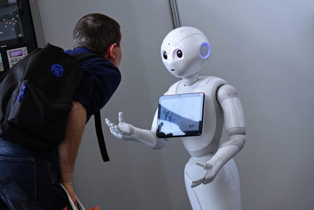 רובוט דמוי אדם   צילום: Shutterstock