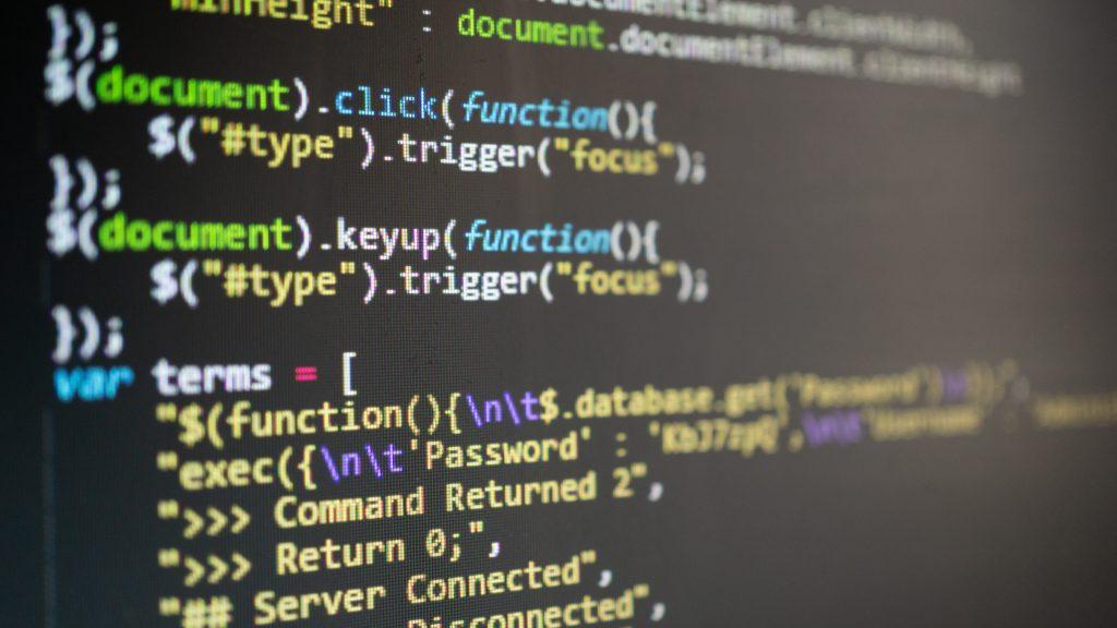 כתיבת קוד | צילום: Shutterstock
