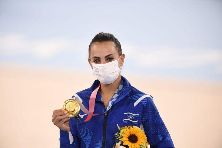 לינוי אשרם לאחר הזכייה במשחקים האולימפיים בטוקיו   צילום: עמית שיסל, הוועד האולימפי בישראל