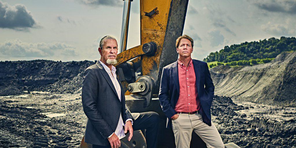 ביל ספנס ושותפו גרג בירד. מצאו דרך להפוך את כריית הביטקוין לירוקה | צילום: Aaron Kotowski for Forbes