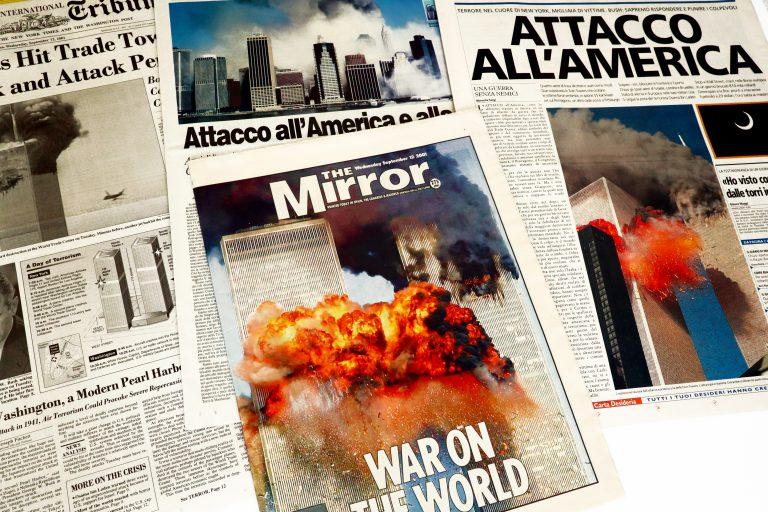 20 שנה לאסון התאומים. כותרות העיתונים לאחר האסון | צילום: Shutterstock